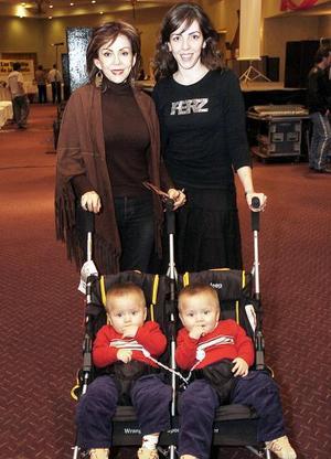 <b>29 de noviembre</b><p> Susana Quintero, Bárbara Dueñes con sus lindos gemelos Héctor y Fernando González