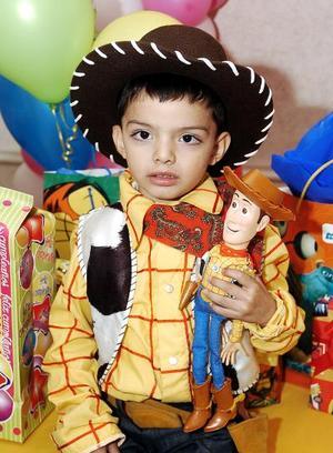 César Alejandro García Becerra, en la fiesta de cumpleaños que le organizaron