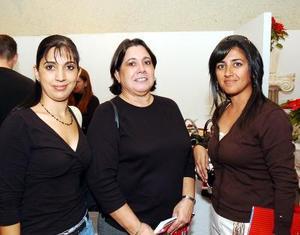 Cecilia Rodríguez de Zorrilla, Jesu Garrido de Rodríguez y Érika Garibay de Hoyos.
