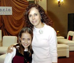 Consuelo Muñoz y Paola Bello Muñoz.