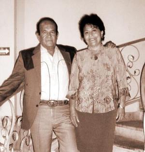 José Salazar y Rosy de Salazar, en un agradable festejo.