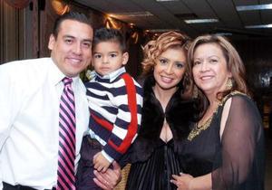 Sergio Suárez, Sergio Jr. Kathy Suárez y Susana Ojeda.