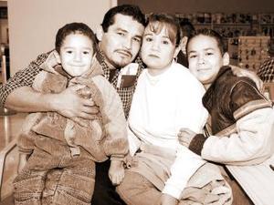 Carlos López viajó al DF, lo despidieron Laura Cruz, Luis y Carlos López