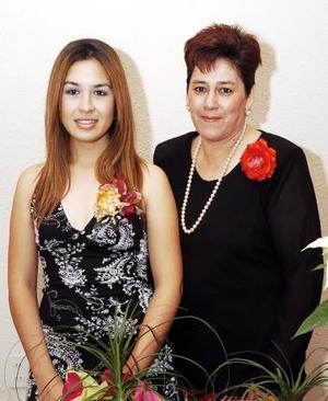 <b>30 de noviembre 2005</b><p> Guadalupe Rodríguez de Santiago disfrutó de una fiesta pre nupcial que le organizó Rosa Margarita Ramírez de Cervantes.