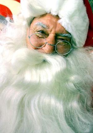 Un hombre representando a Santa Claus  fue captado en un evento de caridad en Sidney.