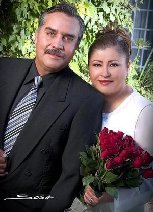 Sr. Juan Juárez y Sra. Manuelita de Juárez celebraron sus Bodas de Plata el 18 de noviembre de 2005.