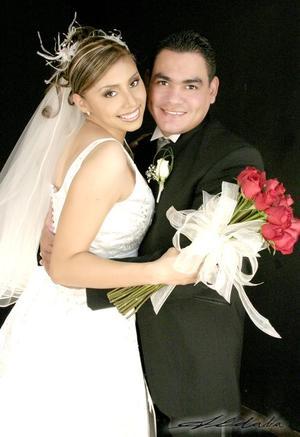 C.P. José Isabel Facio López y C.P. Rosa Velia Núñez Martínez recibieron la bendición nupcial en la parroquia de la Virgen del Perpetuo Socorro el 15 de octubre de 2005.