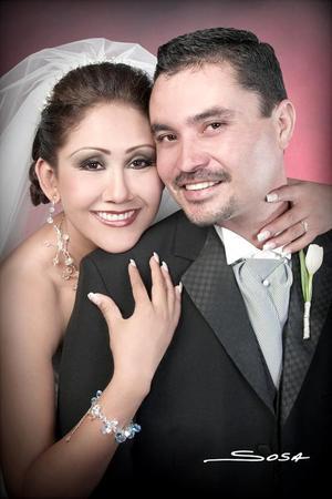 Ing. Juan Carlos Aguilar Altamirano y Lic. Juana María Reyes Morales contrajeron matrimonio el pasado cinco de noviembre en el Santuario del Cristo de las Noas..
