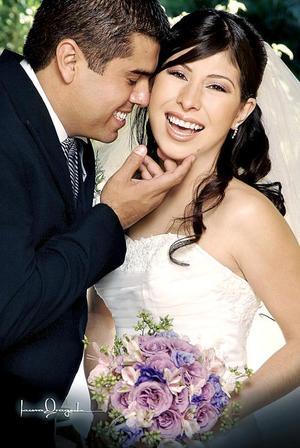 Lic. Emmanuel Rodríguez Abdo y Lic. Claudia Leonor Lozano Medrano contrajeron matrimonio religioso en la parroquia de San Pedro Apóstol el cinco de noviembre de 2005.
