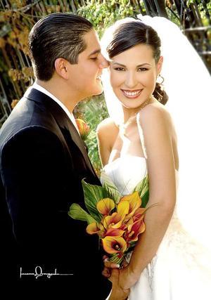 Sr. Héctor Silva Castro y Srita. Perla Villarreal Gutiérrez, contrajeron matrimonio el pasado tres de septiembre en la parroquia de la Virgen de la Encarnación