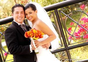 Sr. José Antonio Fernández Motta y Srita. Karla Leticia Ríos Serna, el día de su boda celebrada en la parroquia de San Pedro Apóstol, el pasado ocho de octubre..