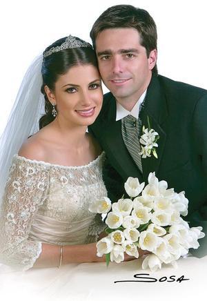 Sr. José León Salazar Cuerda y Srita. Laura Batarse Murra contrajeron matrimonio el pasado cinco de noviembre en la parroquia de San Pedro Apóstol.