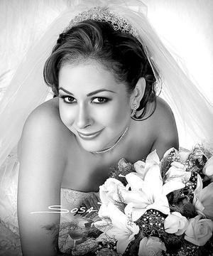 Srita. Covadonga Lorena Ávila del Moral, el día de su boda con el Sr. Ricardo Aguiñaga Padilla.