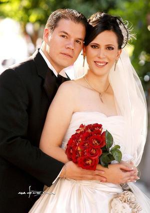 Ing. Juan José Ochoa Ramírez e Ing. Ana Isabel Urbina Amador recibieron la bendición nupcial el 22 de octubre de 2005.