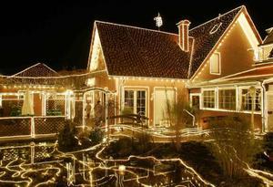 Casa decorada con 40 mil luces navideñas fue captada en Drensteinfurt cerca de Muenster.