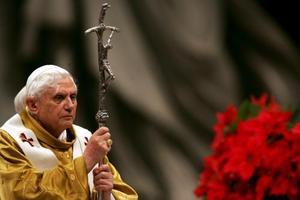 El papa Benedicto XVI oficia la Misa de Gallo en la Basílica de San Pedro del Vaticano.