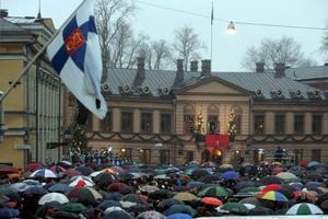 Miles de personas se reunieron para escuchar el mensaje navideño en la plaza de Turku (Finlandia). El mensaje tiene 776 años de antigüedad.