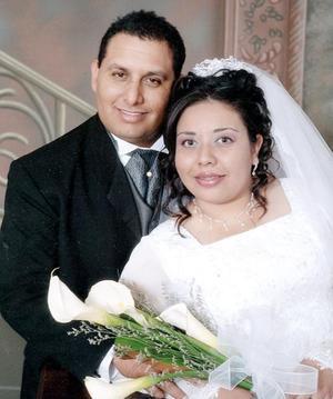 Ing. Ernesto Enrique Uribe Menchaca y Srita. Cecilia Mendoza Morales contrajeron matrimonio religioso el 29 de octubre de 2005.