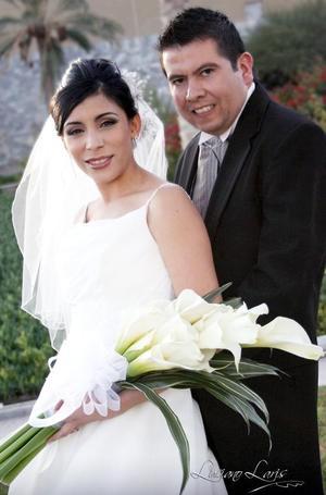 Lic. Luis Guillermo Ramos Aranda y la Lic. Pamela Rodríguez Venegas contrajeron matrimonio el pasado 19 de noviembre en la parroquia de San Pedro Apóstol.  <p> <i>Estudio: Luciano Laris</i>