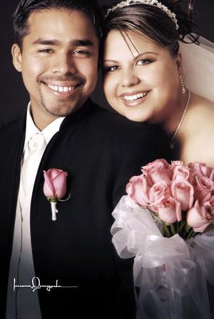 Lic. Ricardo Ruiz Chávez y Lic. Ruth de la Torre de la Torre contrajeron matrimonio en el Santuario del Cristo de las Noas el 19 de noviembre de 20050  <p> <i>Estudio: Laura Grageda</i>