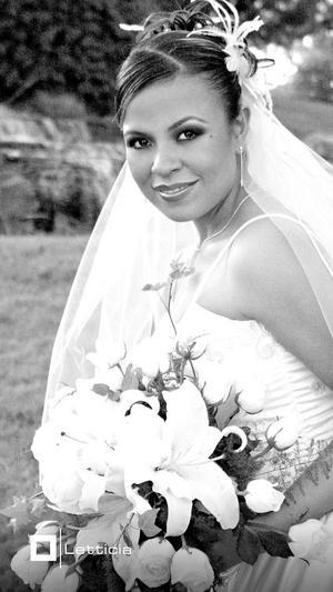 Srita. Iveth Rocío Flores de la Cruz, el día de su enlace matrimonial con el Sr. Carlos Manuel Grageda Torres.  <p> <i>Estudio: Letticia</i>