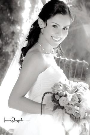 Srita. Salma Guadalupe Oviedo el día de su enlace matrimonial con el Sr. Jorge Arturo Llamas de León. <p> <i>Estudio: Laura Grageda</i>