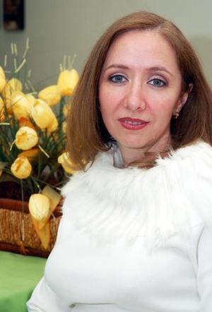 de_03022006  Cabriela Vargas Rosas contraerá matrimonio en breve.