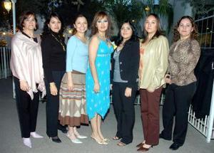 de_05022006  Ana Judith Sánchez Zúñiga acompañada por un grupo de amigas en la despedida de soltera que le ofrecieron por su cercana boda