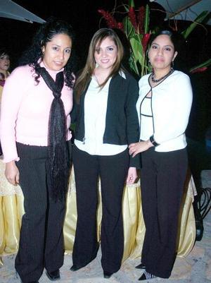 de_05022006  Lupita, Adriana y Rocío.