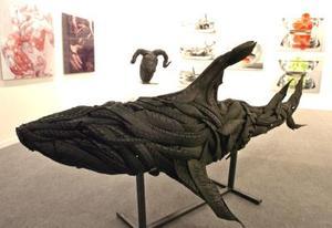 Tiburón realizado con restos de neumáticos, de la Galería Art Gallery, de Seúl.