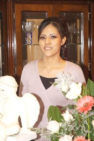 de_12022006  Rocío Aguilar Martínez captada en la despedida de soltera que le ofrecieron sus familiares.