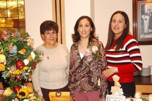 de_12022006  Virginia García y Alma Morales le ofrecieron una dsepedida de soltera a Verónica Mancera.