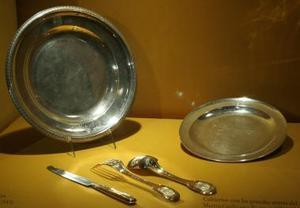 Ulloa explicó que las piezas pertenecieron a Napoleón I (1769-1821) y a su sobrino Napoleón III (1808-1873).
