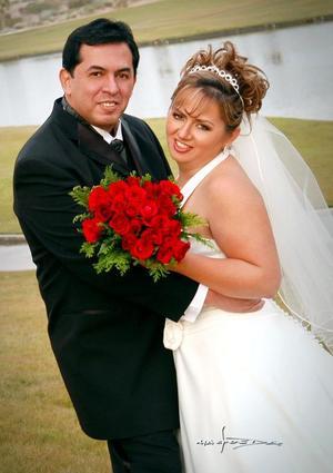 Dr. Jesús Ernesto López Campa y Srita. Rosalba Angélica Pico Moreno contrajeron nupcias el pasado nueve de diciembre.  <p><i> Fotografía:  Maqueda</i>