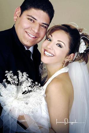 Lic. Arturo Gerardo Gorena Guel y Srita. Rebeca Ramos reyes contrajeron matrimonio, el sábado 31 de diciembre de 2005.  <p><i> Fotografía:  Laura Grageda</i>