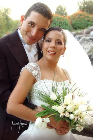 Sr. Gerardo Ernesto de la Fuente Lozada y Srita. Claudia Gabriela Vázquez Castro contrajeron matrimonio en la parroquia de Santo Cristo el pasado 19 de noviembre. <p><i> Fotografía:  Lucero Kanno</i>.