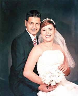 Sr. Luis Alberto Márquez Galván y Srita. Patricia Dolores Pérez Rivera contrajeron matrimonio religioso en la parroquia del Espíritu Santo, el pasado diez de diciembre de  2005.