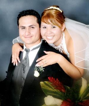 Sr. Omar Riced Barrón Salazar y Srita. Ana Gabriela Navarro Oviedo contrajeron matrimonio el pasado 16 de diciembre en la parroquia de Jesús de Nazareth.