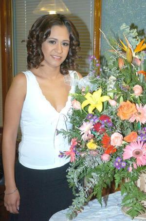 de_26022006   María Cristina Rivera Pérez en su despedida de soltera.