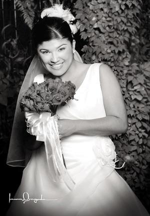 Srita Janeth Virginia Meza Sánchez el día de su enlace nupcial con el Sr. Jorge García Hernández.   <p><i> Estudio fotográfico: Laura Grageda</i>