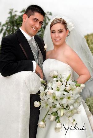 C.P. Vicente Guillén Rodríguez y Srita. Virginia Castillo Mendoza contrajeron matrimonio en la parroquia de La Inmaculada Concepción el 14 de enero de 2006.    <p><i> Estudio fotográfico: Sepúlveda</i>