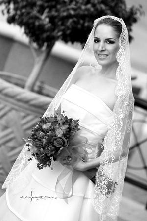 Srita. María Angel Sirgo González el día de su enlace matrimonial con el Sr. Marco Antonio Landeros Treviño.   <p><i> Estudio fotográfico: Maqueda</i>