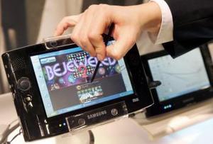 El fabricante japonés de electrónica de consumo Panasonic presentó en la feria de informática y comunicaciones Cebit de Hanover el sistema que sucederá al formato DVD con el nombre Blu-ray como soporte para servicios multimedia.