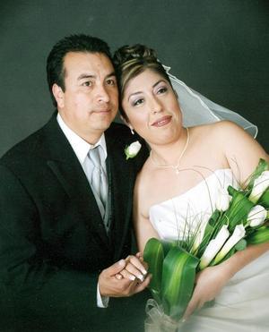 Nahum Hernández Argüelles y Lic. Marisa del Carmen Carvajal Bonilla, el día de su boda.