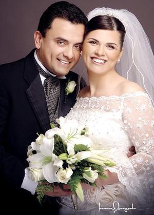 Ing. Manuel Alberto Acevedo Ríos e Ing. Peregrina López Carrillo contrajeron matrimonio el cuatro de febrero de 2006.  <p> <i>Fotografía:  Laura Grageda</i>