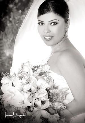 Lic. Sandra Guadalupe Gómez López, el día de su enlace matrimonial con el Lic. Luis Antonio Flores Ávila.  <p> <i>Fotografía:  Laura Grageda</i>