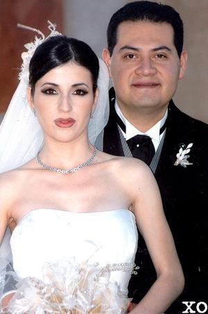 Sr. Jorge Alberto Contreras Rosales y Srita. Vanessa del Rocío Carlos Mena recibieron la bendición nupcial en la parroquia Los Ángeles el 25 de febrero de 2006.  <p> <i>Fotografía:  XO</i>