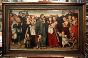 Imagen del cuadro Dejad que los niños se acerquen a mi, de Lucas Cranach, pintado en 1537 y fotografiado en el almacén de obras de arte del Museo Anger de Erfurt, Alemania.   <p>El museo mostró su sorpresa ante la información del descubrimiento de dibujos de la familia de Martin Lutero (1483-1546) en la serie titulada Bendiciones infantiles del pintor Cranach.