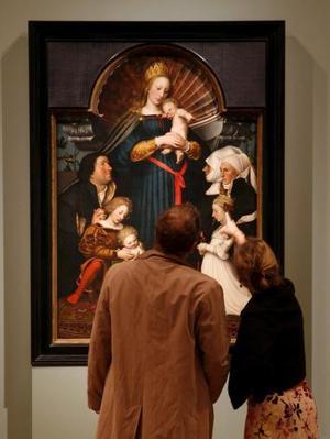 Del 1 de abril al 2 de julio del 2006 el Kunstmuseum de Basilea estará presentando la mayor exposición de las obras de Hans Holbein el joven (Ausburgo 1497/1498 - 1543 londres). <p> La exposición mostrará los trabajos creados en Basilea entre 1515 y 1532, antes de que Holbein se convirtiera en el artista de Enrique VIII.