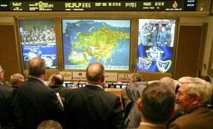 Después de posar juntos ante la cámara que retransmite imágenes al CCVE, donde también se encontraban sus esposas, los integrantes de la misión saliente procedieron a enseñar a los recién llegados los módulos que componen la estación espacial.